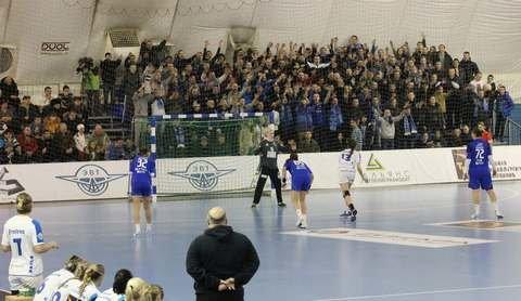 Фанаты Ротора пришли поддержать гандбольный клуб Динамо-Синара